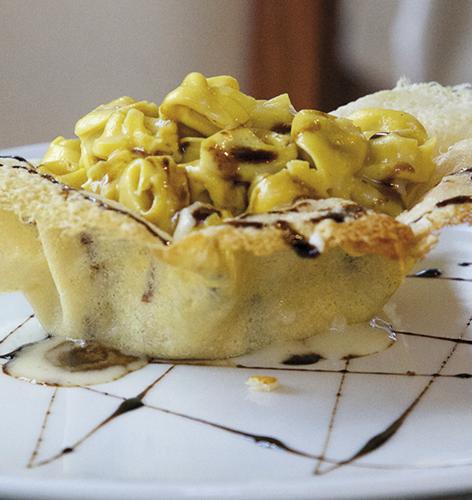 """Tortellini  de """"Nonna Sarita"""" crème et gaufrette de Parmigiano Reggiano AOP 24 mois avec Vinaigre Balsamique de Modène IGP"""