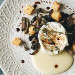 Tomino con funghi pioppini e polenta fritta