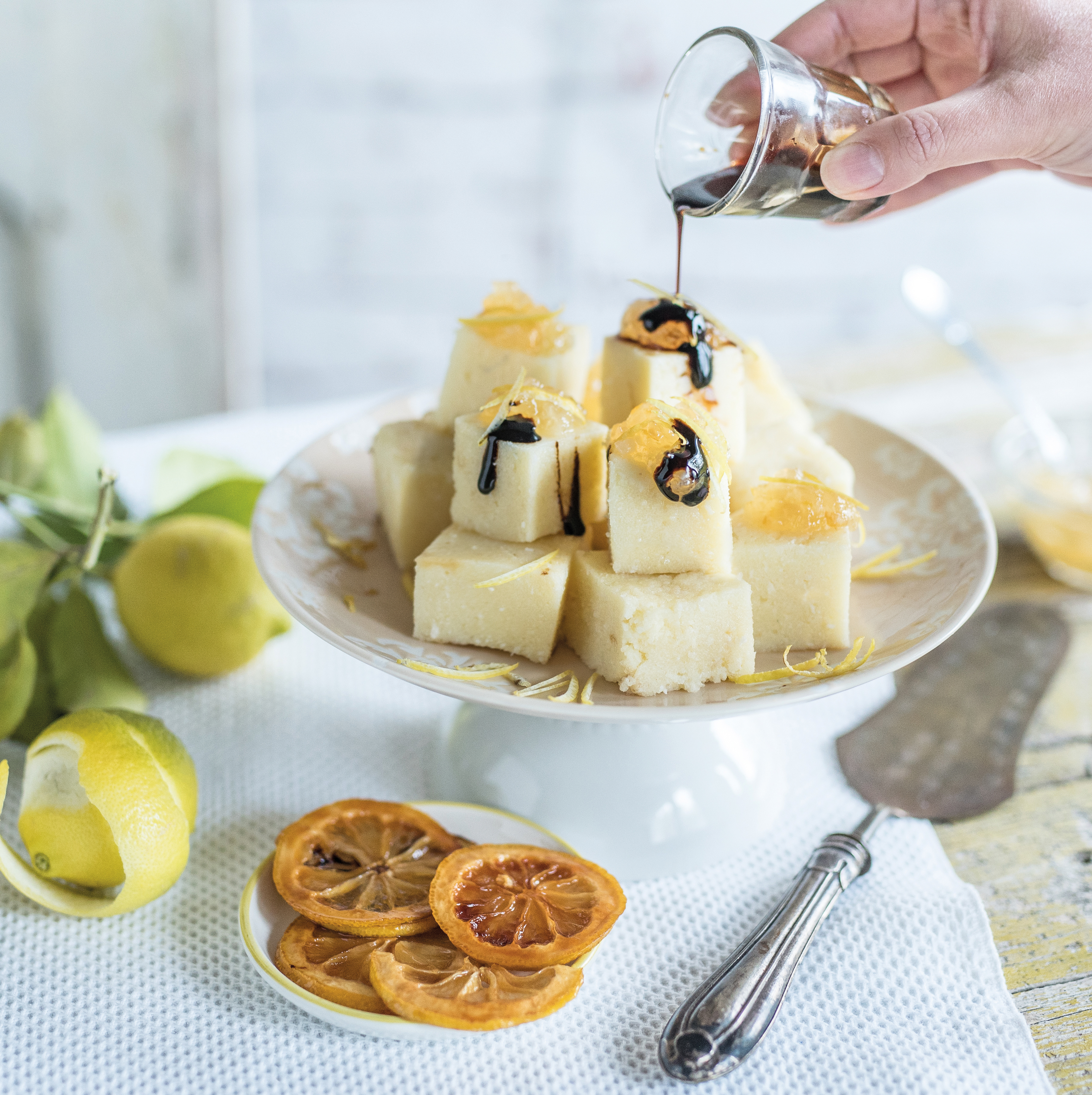 Gâteau de semoule, compote de citron et Vinaigre Balsamique de Modène IGP