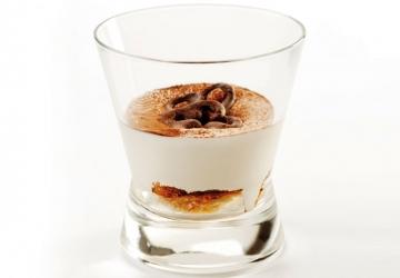 Cappuccino di mousse al mascarpone, biscotto ricco al cioccolato e anima all'Aceto Balsamico di Modena IGP