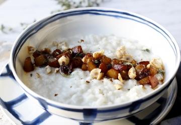 Risotto al gorgonzola con pere caramellate all'Aceto Balsamico di Modena IGP e nocciole tostate