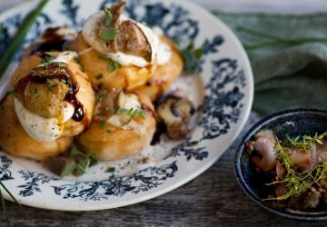 Bombolone salato con mozzarella fiordilatte, funghi porcini e Aceto Balsamico di Modena IGP