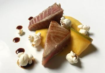 Tataki di tonno con maionese al mango e Aceto Balsamico di Modena IGP