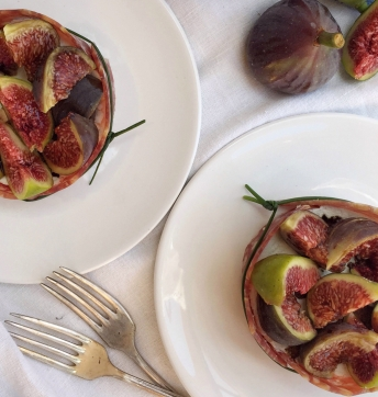 Tortini di caprino salame e fichi con Aceto Balsamico di Modena IGP