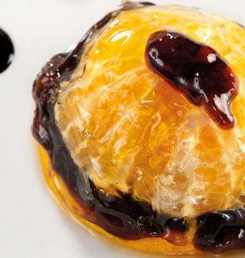 Orangen Aspik mit einer Portwein-Füllung und Schaum aus Balsamessig aus Modena