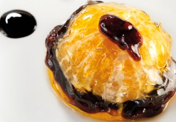Orange aspic with a heart of Port and foam made with Aceto Balsamico di Modena PGI