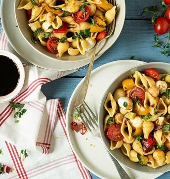 Insalata di pasta con verdure e mozzarelline