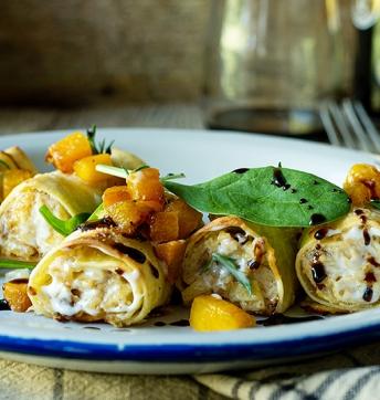 Cannelloni gefüllt mit Ricotta, Spinat, Champignons und Kürbiswürfel