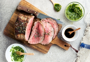Roast beef English-style with green walnut sauce
