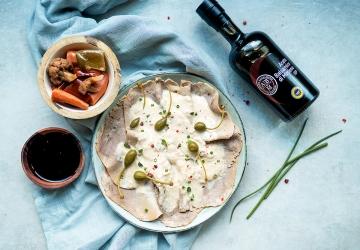 Vitello rosato, salsa tonnata e giardiniera di verdure