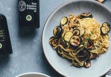 Pasta und Ofen-Zucchini mit Aceto Balsamico di Modena g.g.A.