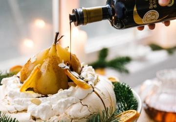 Pavlova marbrée au Vinaigre Balsamique de Modène IGP, poires et oranges confites