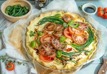 Robiolatarte mit Agretti und Tomaten
