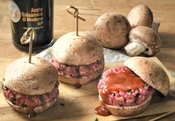 Mini hamburger di funghi champignon con tartare all'Aceto Balsamico di Modena IGP