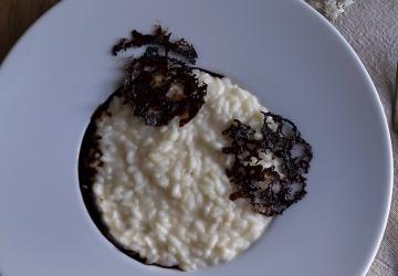 Risotto alla parmigiana con cialde di Aceto Balsamico di Modena IGP