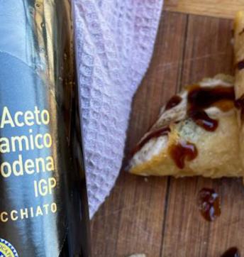 Cannoli salati con mousse di ricotta e riduzione all'Aceto Balsamico di Modena IGP