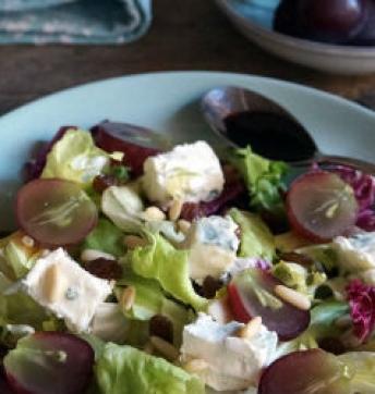 Insalata con uva, Gorgonzola DOP, frutta secca e Aceto Balsamico di Modena IGP