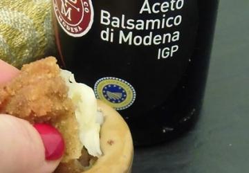 Nuggets de pollo rellenos de mozzarella con mayonesa de Vinagre Balsámico de Módena IGP
