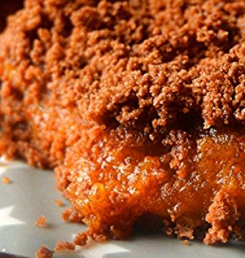 Persimmon crumble with cocoa and Balsamic Vinegar of Modena PGI