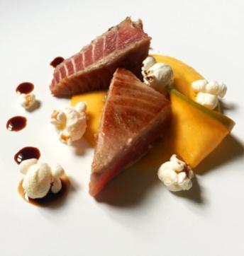 Tataki de thon à la mayonnaise à la mangue et Vinaigre Balsamique de Modène IGP