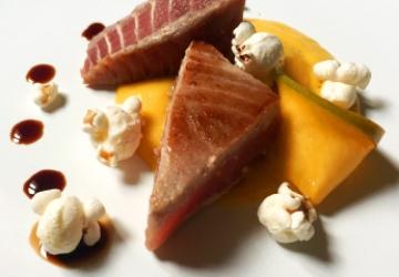 Tuna Tataki with mango flavoured mayonnaise and Balsamic Vinegar of Modena PGI